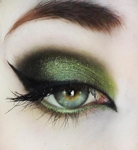 Новогодний макияж для зеленых глаз в зеленых тонах