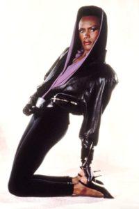 Эпатажный макияж 80-х годов на Грейс Джонс