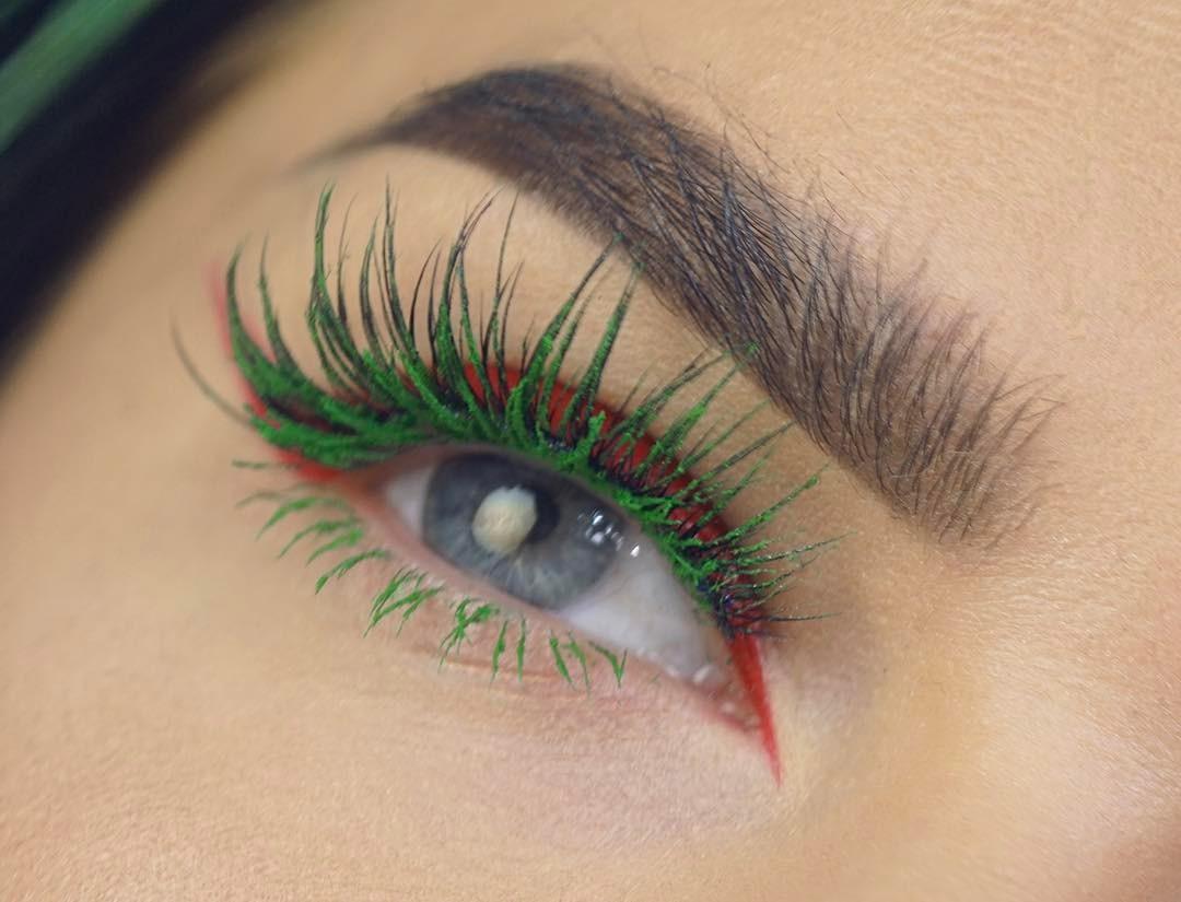 Зеленая тушь в макияже