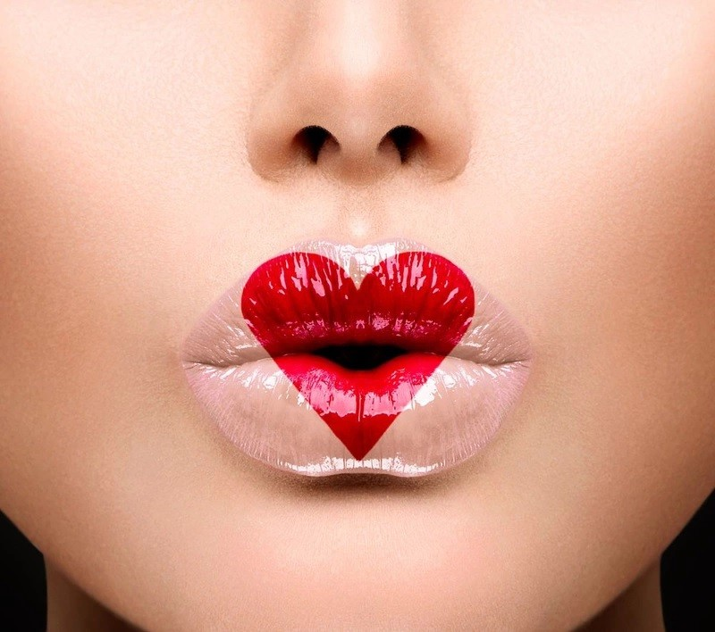Как красить губы помадой
