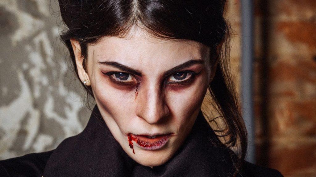 Зловещий макияж вампирши
