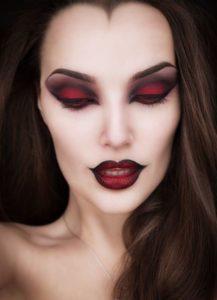 Яркий макияж ведьмы