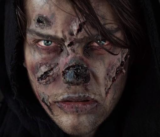Ужасающий макияж зомби для мужчины