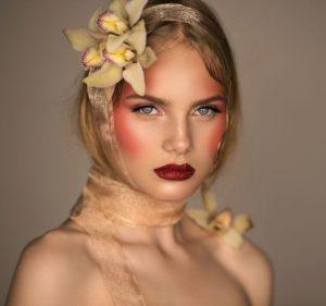 Вызывающий макияж в технике дрейпинг