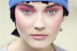 Зимний макияж с розовыми тенями для глаз