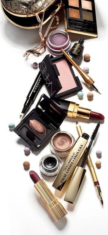 Набор косметики для макияжа в домашних условиях