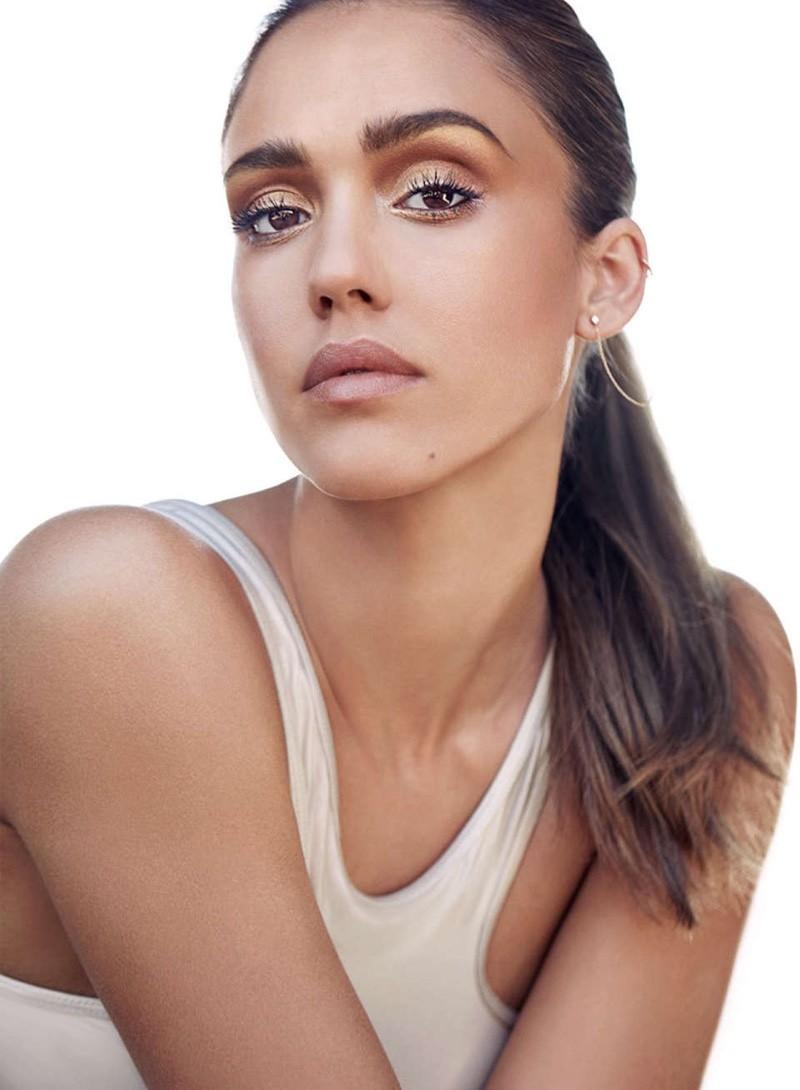 Простой дневной макияж своими руками на Джессике Альба