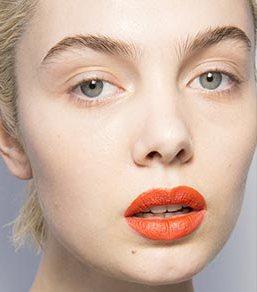 Яркая помада в весеннем макияже