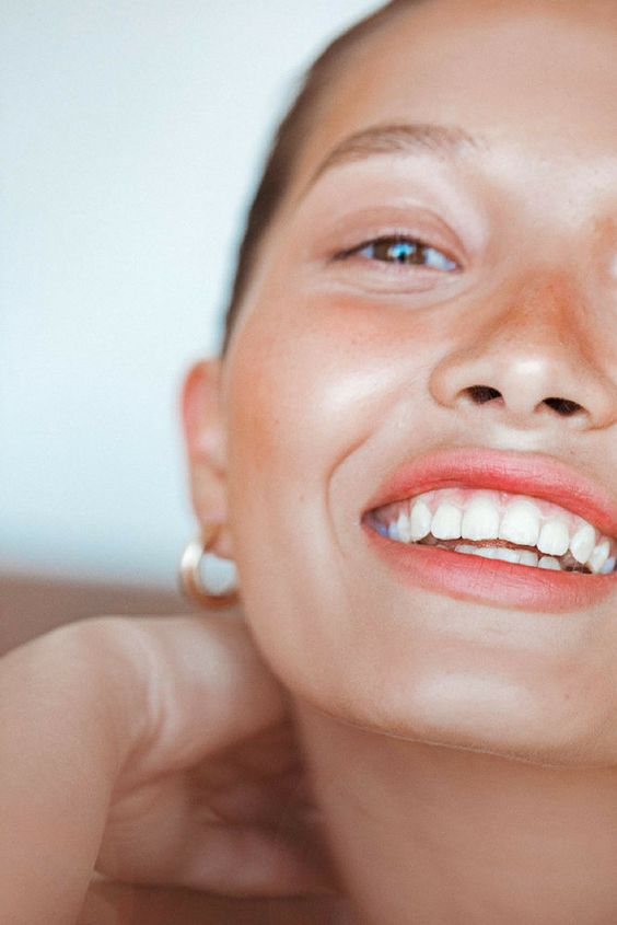 Легкий макияж с использованием бронзирующей пудры