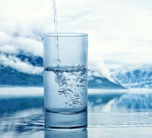 Дистиллированная вода, чтобы реанимировать тушь