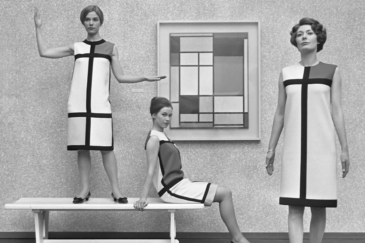 Коллекция одежды в стиле color block от Yves Saint Laurent 1965 года по картинам Пита Мондриана