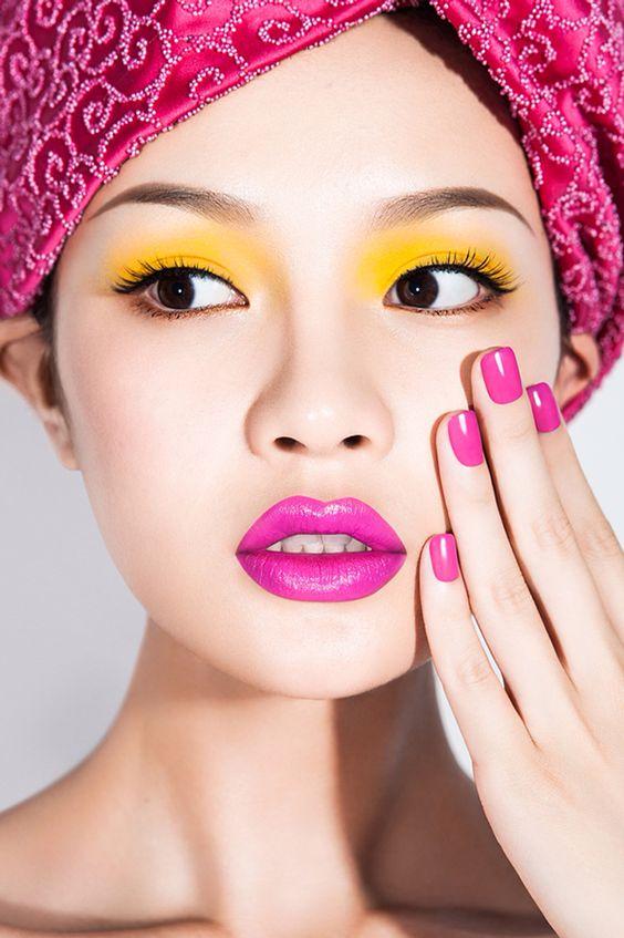 Желто-розовый макияж color block