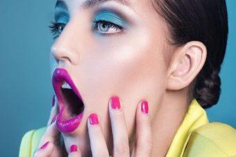 5 модных образов в технике макияжа color block