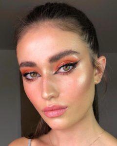 Коралловые тени в макияже для зеленых глаз