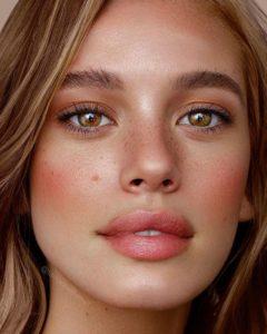 Коралловый макияж для карих глаз