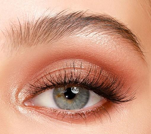 Коралловый макияж для голубых глаз