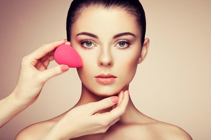 Вреден ли тональный крем для кожи?