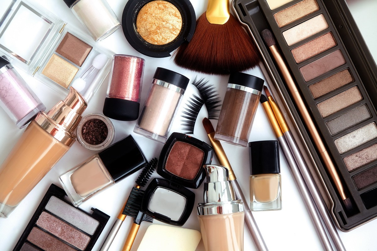 Набор декоративной косметики разных видов