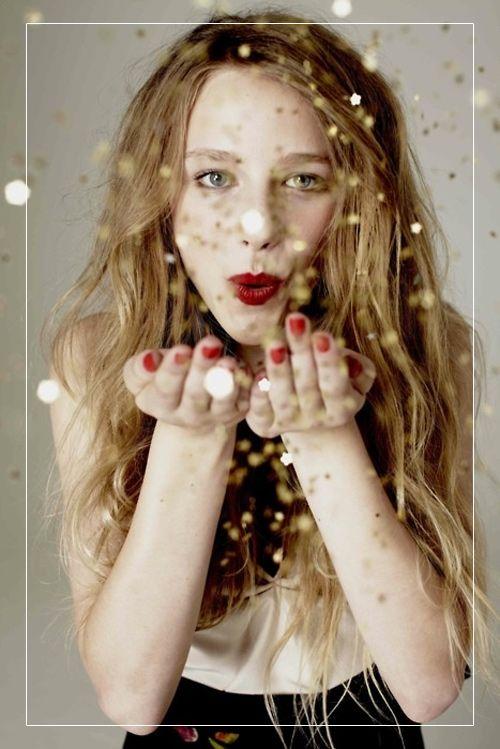 Блестки в новогоднем макияже глаз