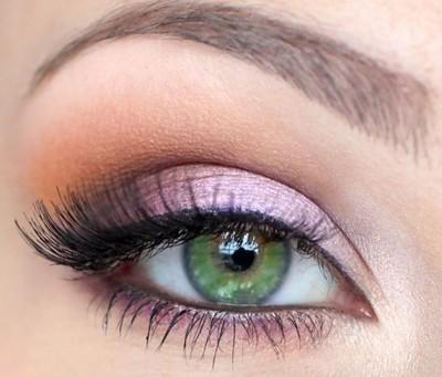 Нежный макияж на выпускной для зеленых глаз