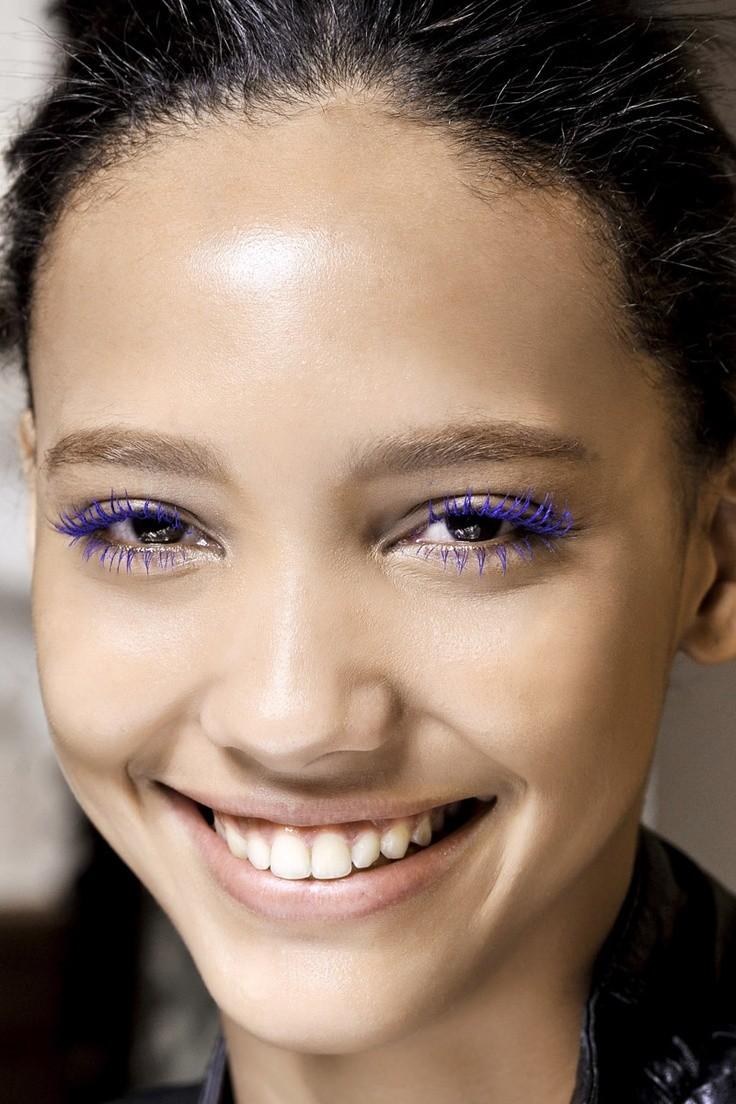 Цветная тушь для ресниц в макияже глаз