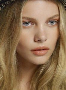 Макияж нюд для блондинок с голубыми глазами