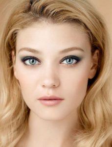 Вариант макияжа для частично нависшего века