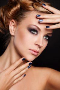 Вариант макияжа для глубоко посаженных глаз с нависшим веком
