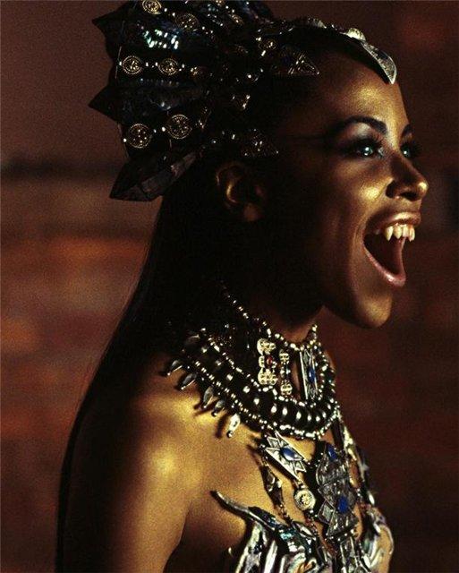 Фото вампирши из фильма «Королева проклятых»