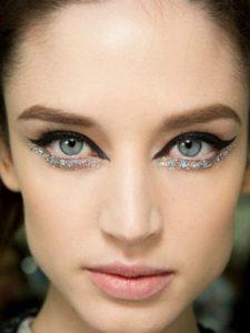 Зимний макияж в серебристых тонах
