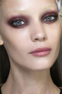Зимний макияж в разных оттенках розового