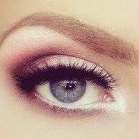 Деловой макияж с розовыми смоки айс