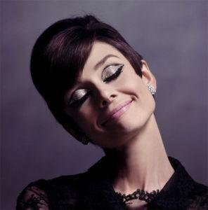 Одри Хепберн с макияжем глаз в технике cut crease