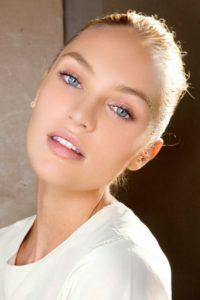 Повседневный деловой макияж на блондинке с голубыми глазами