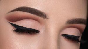 Дневной макияж глаз в технике cut crease
