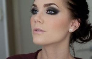Пример макияжа смоки айс