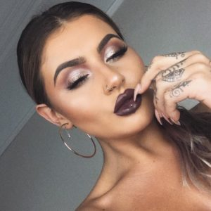 Макияж на Jamie Genevieve с палеткой теней In Your Element Shadow Palette Metal от NYX