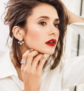 Вечерний макияж Нины Добрев с красной помадой