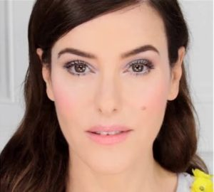 Сдержанный весенний макияж