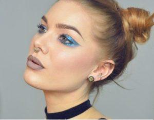 Броский макияж с цветными стрелками
