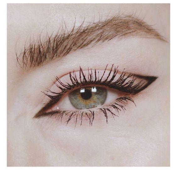 Оригинальные стрелки в макияже глаз