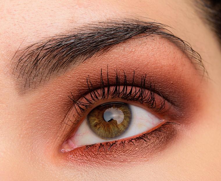 Макияж глаз в красных тонах с помощью палетки Naked Heat от Urban Decay