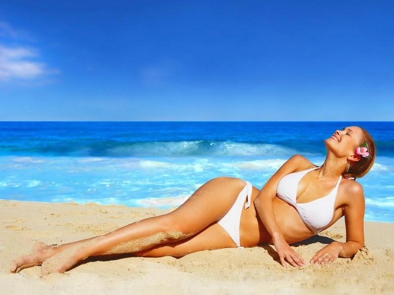 Использование солнцезащитного крема на пляже