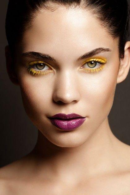 Желтые тени в макияже для зеленых глаз