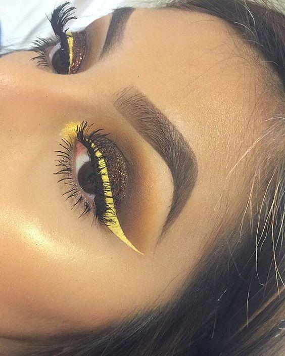 Желтые стрелки в макияже для карих глаз