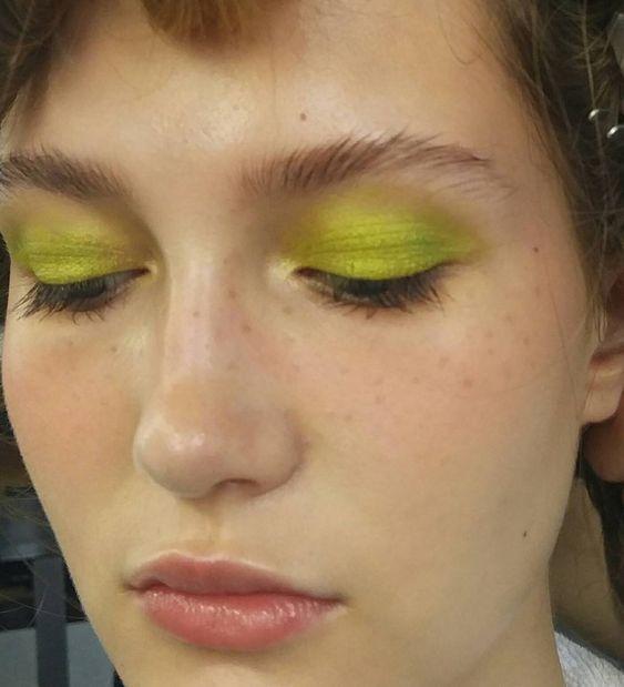 Color blocking зелеными тенями