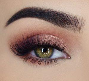 Пример макияжа палеткой Sweet Peach от Too Faced