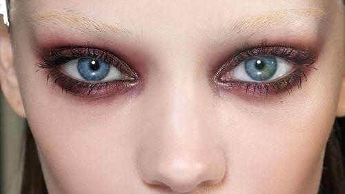 Макияж с бордовыми тенями голубые глаза