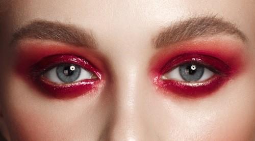 Красные тени для голубых глаз