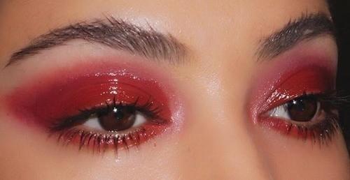 Красные тени для карих глаз
